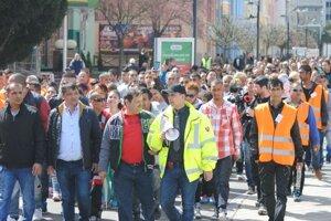 Pochod bol reakciou na policajný zásah v obci Vrbnica 98cefe7e25d