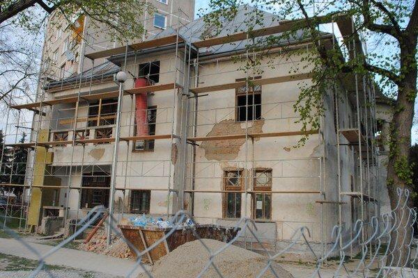 Russayova vila. Samospráva odhaduje, že je potrebné preinvestovať ďalších približne 41-tisíc eur na práce, s ktorými pôvodný projekt nerátal.