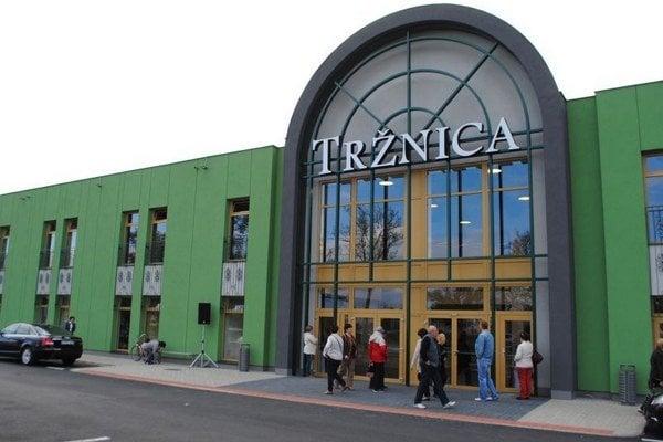 Tržnica. V centre Michaloviec chátrala už 25 rokov, eraz je vynovená.