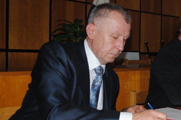 Exprimátor Štefan Staško. Mestskí poslanci neschválili žiadosť o preplatenie dovolenky bývalému primátorovi už druhýkrát. Exprimátor zvažuje právne kroky.