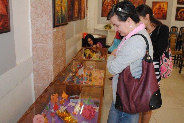 Origami Mariky Piatničkovej. Zemplínske osvetové stredisko v Michalovciach ponúka výstavu japonského umenia  - skladanie papiera pod názvom Origami Mariky Piatničkovej. Výstava potrvá do 30. júla.