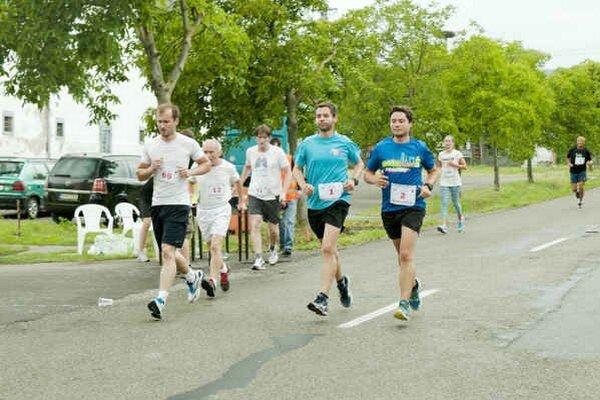 Bežecké preteky. Zapojilo sa 115  športovcov, mužov, žien i juniorov.
