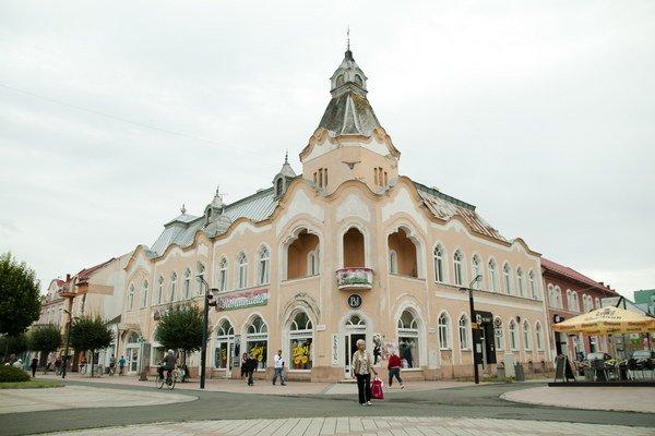Budova Groszovho paláca. Na mieste paláca sa rozprestierali bažiny.