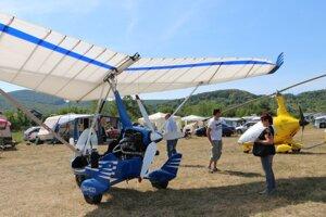 Medzinárodné stretnutie motorových paraglidistov. Vydarené stretnutie v rozbehnutej letnej sezóne.