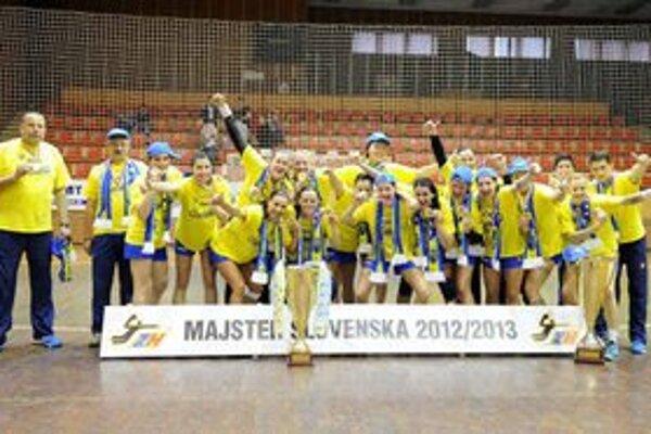 Hráčky úradujúceho majstra Slovenska Iuventy Michalovce. Pred týždňom v sobotu získali už svoj šiesty majstrovský titul.