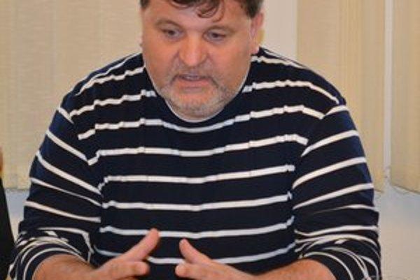Šéf winLandu Stanislav Hudák. Seniorské mužstvo neprihlásil do žiadnej súťaže.