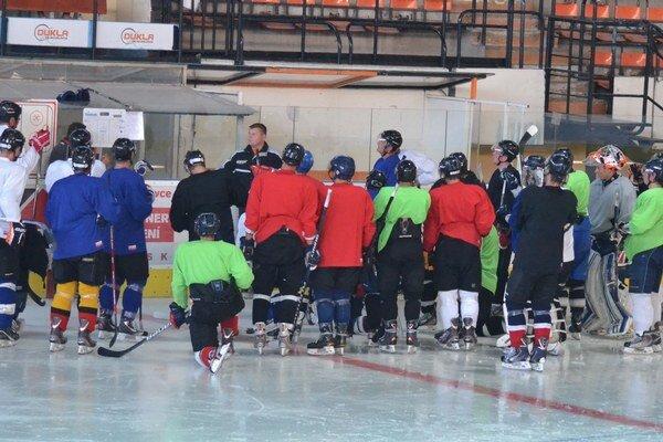 Prvý tréning na ľade. Absolvovalo ho takmer 30 hráčov.