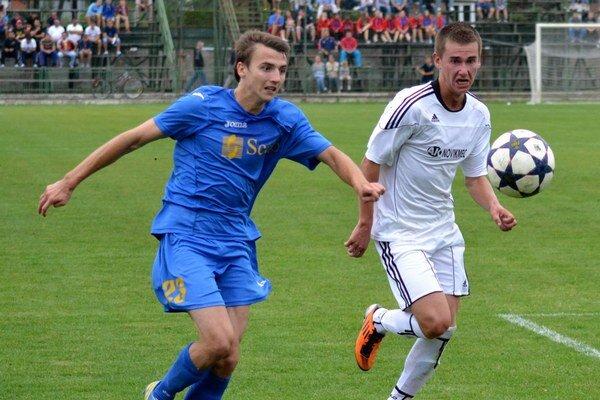 Spečatil pohárové víťazstvo. R. Kovaľ (vľavo) vo Vranove zvyšoval na 2:0.