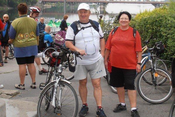 Michalovskí cykloturisti. Zabicyklovali si aj na jubilejnom 35. cyklozraze Klubu slovenských turistov (KST) v Piešťanoch.
