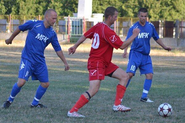 Z bieleho bodu sa nemýlil. Z. Marjov (vľavo) je jediným hráčom, ktorý premenil penaltu.
