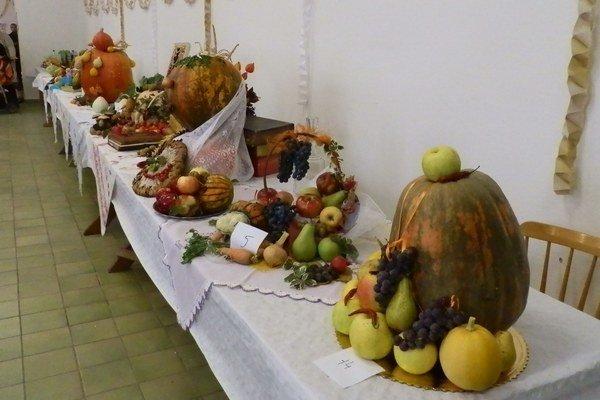 Výstava plodov. Obyvatelia obce Husák prezentovali svoju tohtoročnú úrodu na výstave v kultúrnom dome