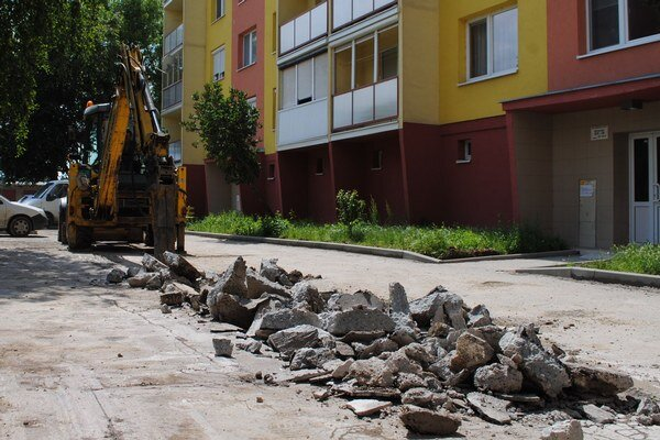 Rozkopávky. Mesto Michalovce bude prísnejšie postupovať voči firmám, ktoré po rozkopávkach nevrátia mestské pozemky do pôvodného stavu.