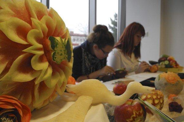 Ukážka zdobenia ovocia.