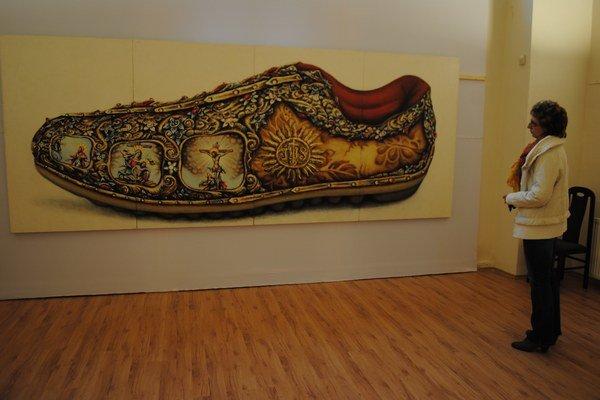 Monumentálny obraz. Je dielom Tomáša Lányiho. Veľkorozmerná maľba športovej topánky kontrastuje s nadčasovým odkazom vyobrazených kresťanských symbolov.