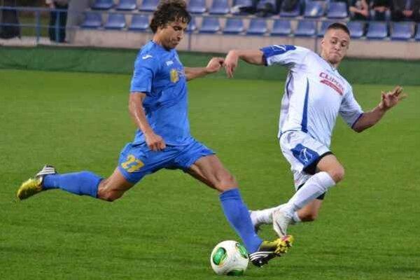 Sezóna 2013/2014. V jeseni nastúpil dokopy na 23 súťažných zápasov.
