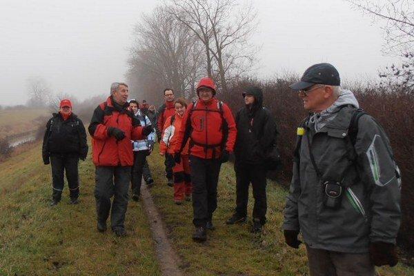 Michalovskí turisti kráčali po brehoch Laborca až k Zemplínskej šírave.