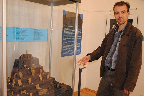 """Výstava. """"Sú tu veci unikátnej hodnoty, ktoré sa v Zemplíne nezachovali,"""" tvrdí riaditeľ múzea Maroš Demko."""