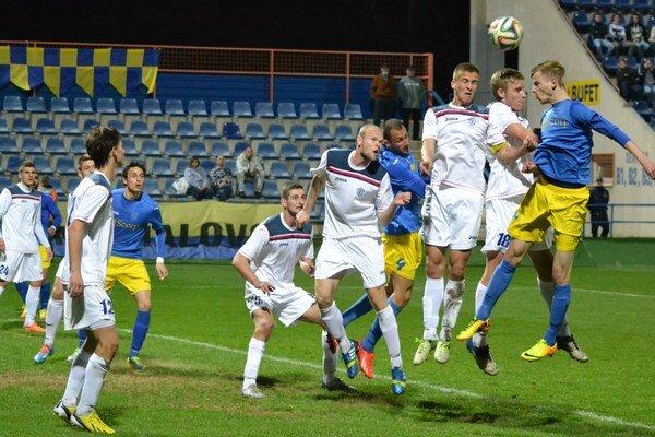 Michalovčania otáčali nepriaznivé skóre. Nepríjemnú Dubnicu doma nakoniec zdolali tesne 2:1.