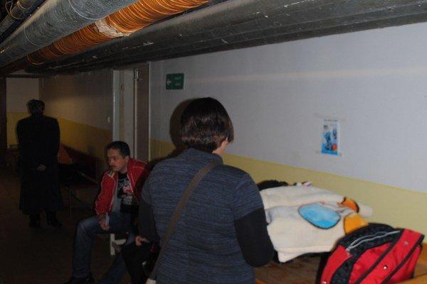 Čakáreň v nemocnici. Mamičky sem prichádzajú s deťmi na vyšetrenie bedrových kĺbov a obličiek. Nachádza sa tu aj kardiologická ambulancia.