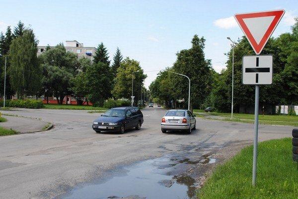 Križovatku na Špitálskej a Okružnej ulici nahradí kruhový objazd.