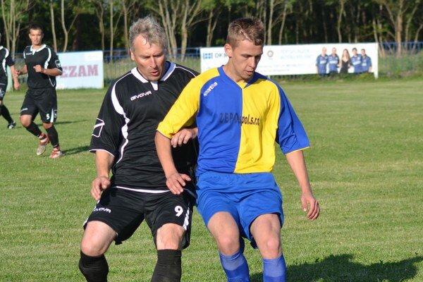 Spečatil domáce víťazstvo. M. Lendač (vpravo) zvyšoval v závere na 2:0.