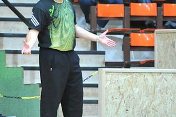 Tréner HC winLand Pavol Jano. S tímom bojuje o postup do play–off.