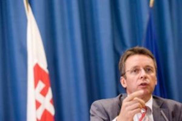 Ivan Mikloš (50) sa z odborného asistenta stal v roku 1990 poradcom podpredsedu vlády pre ekonomickú reformu. Do vysokej politiky vstúpil o rok neskôr, keď bol vymenovaný za ministra privatizácie. Potom sa načas z politiky stiahol a niekoľko rokov viedol