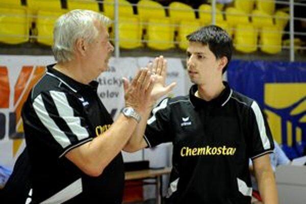 Tréner József Vura (vľavo) v Michalovciach skončil.