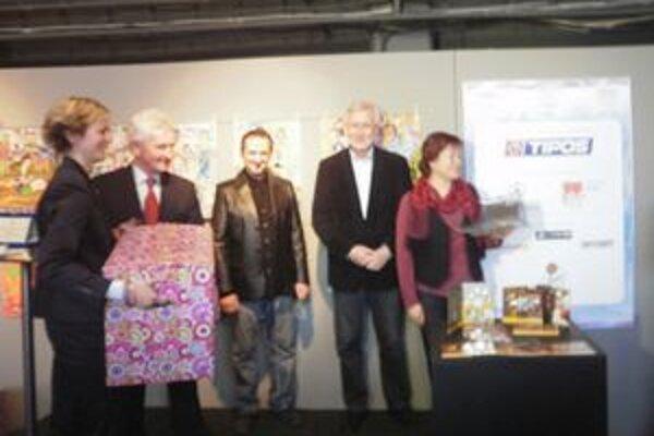 Michalovská ZŠ bodovala vo výtvarnej súťaži. V Bratislave si prevzali ocenenie za svoje práce.