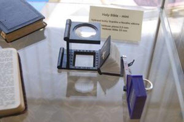 Zaujímavé exponáty. Biblia písaná v 66 jazykoch, najmenšia, pre väzňov...