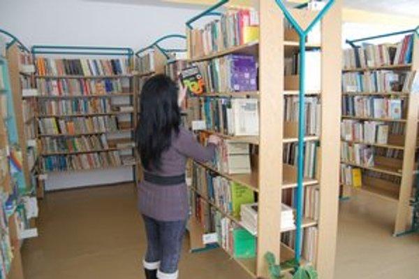 Zemplínska knižnica Gorazda Zvonického. Najobľúbenejšie sú ženské romány.