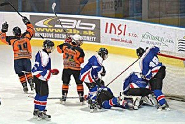 Hokejová mládež napreduje. Dôkazom toho sú výsledky dorastencov či juniorov.