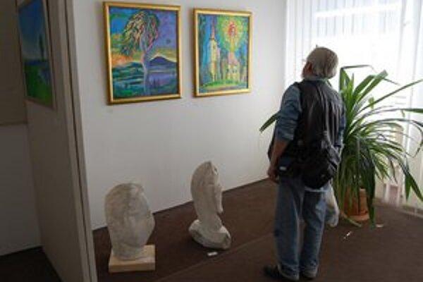 Výstava obrazov a sôch. Dvadsiatka umelcov zvečnila náš región. Vytvorili cenné svedectvo o dobe a kultúre pre ďalšie generácie.