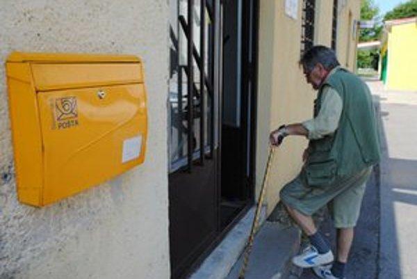 Poštová klasika. Podľa pošty je prevádzka schránok málo efektívna a ich počet znižuje. Schránky chýbajú najmä starším.