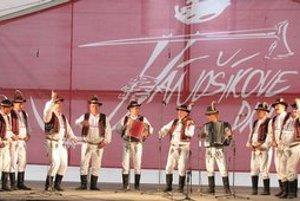 Hnojňaňe z Mihaľovec. Oslavujú 35. výročie vzniku skupiny.