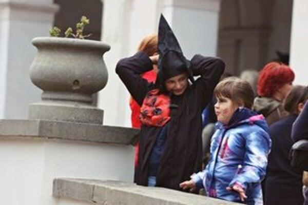 Duchovia a strašidlá. Deti prišli do múzea prestrojené v rôznych kostýmoch a maskách.