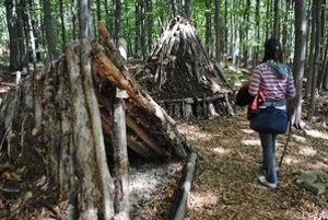 Náučný lesnícky chodník. Na 2,5 kilometrovom úseku je 9 zastávok. Dozviete sa, ako sa napríklad pálilo drevené uhlie.