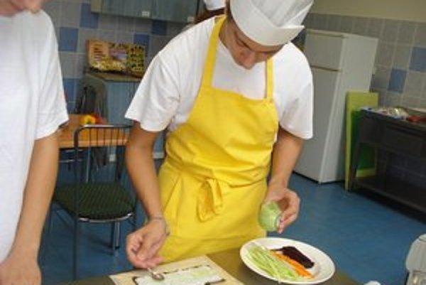 Plody jesene. Študenti z ovocia a zeleniny vyčarili chutné jedlá.