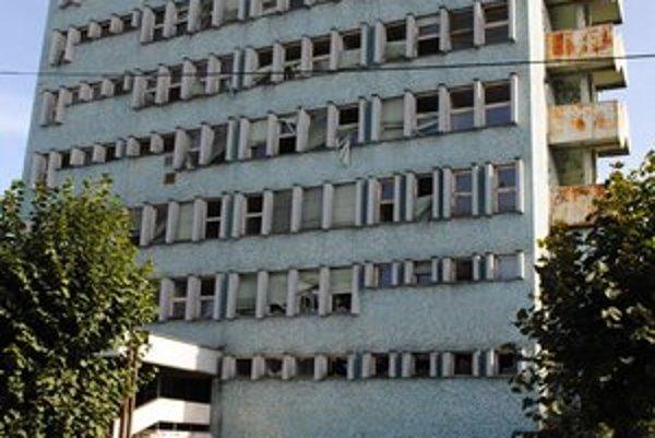 Štátna budova. V centre Michaloviec chátra už 11 rokov.