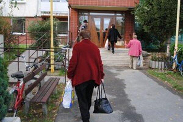 Zariadenie pre seniorov. Podvodníci vylákali od jeho 76-ročnej obyvateľky tisíc eur.