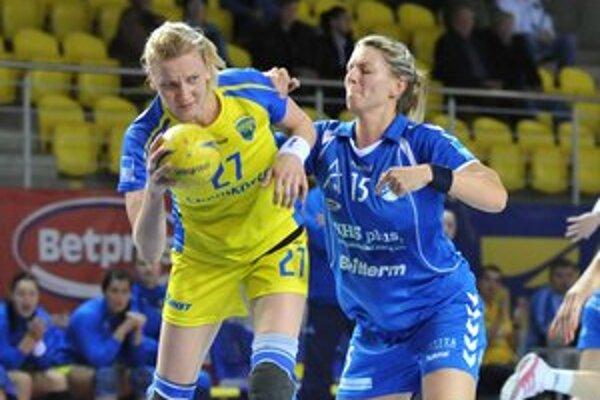 """Nastúpi proti """"svojim"""". Natalia Vinyuková (vľavo) vo farbách Iuventy."""