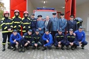 Dobrovoľní hasiči. Na snímke s riaditeľom KR HaZZ v Košiciach Jozefom Fedorčákom a riaditeľom OR HaZZ v Michalovciach Martinom Tejgim.