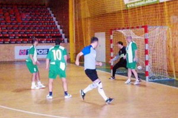 Prvý gól 17. ročníka. Zaznamenal ho Lukáš Lörinc (v strede).