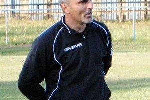 Tréner Čičaroviec Attila Szabó. Jeho mužstvo nazbieralo v jeseni 28 bodov.