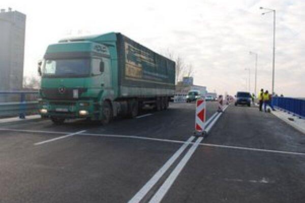 Nadjazd v Michalovciach. V piatok dopoludnia po ňom prešli prví vodiči.