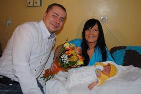 Rodinka spolu. Prvý Michalovčan Alexander na snímke s mamičkou Martinou a ockom Radomírom.