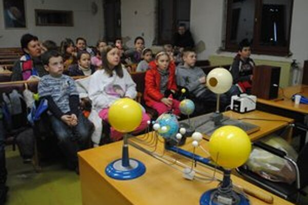 Hvezdáreň. Deti si vyskúšali rôzne hry, kvízy a súťaže s vesmírnou tematikou.