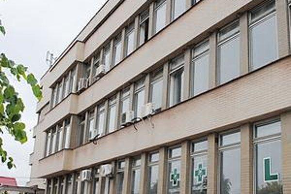 Budova polikliniky. Mesto za rekonštrukciu hygienických zariadení zaplatilo vyše 99-tisíc eur.