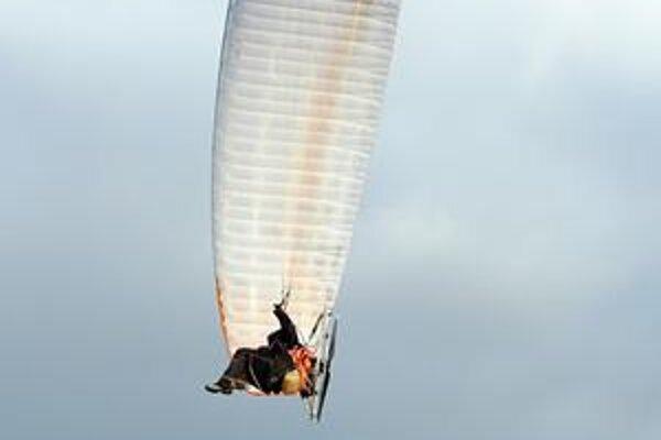 V oblakoch nad Zemplínom. V piatok a v sobotu budú piloti súťažiť, v nedeľu budú lietať rekreačne po okolí Kamenice nad Cirochou.