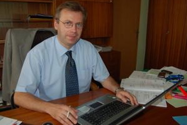 Riaditeľ Vladimír Dvorový.